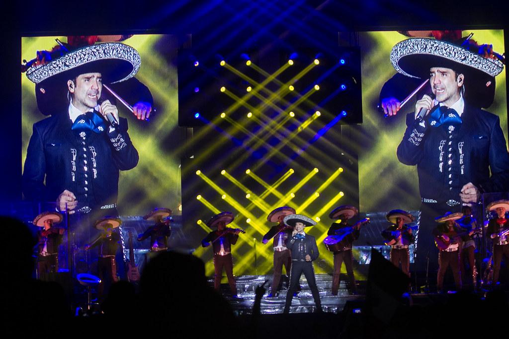 Alejandro Fernández dará un concierto para las mamás el 10 de mayo