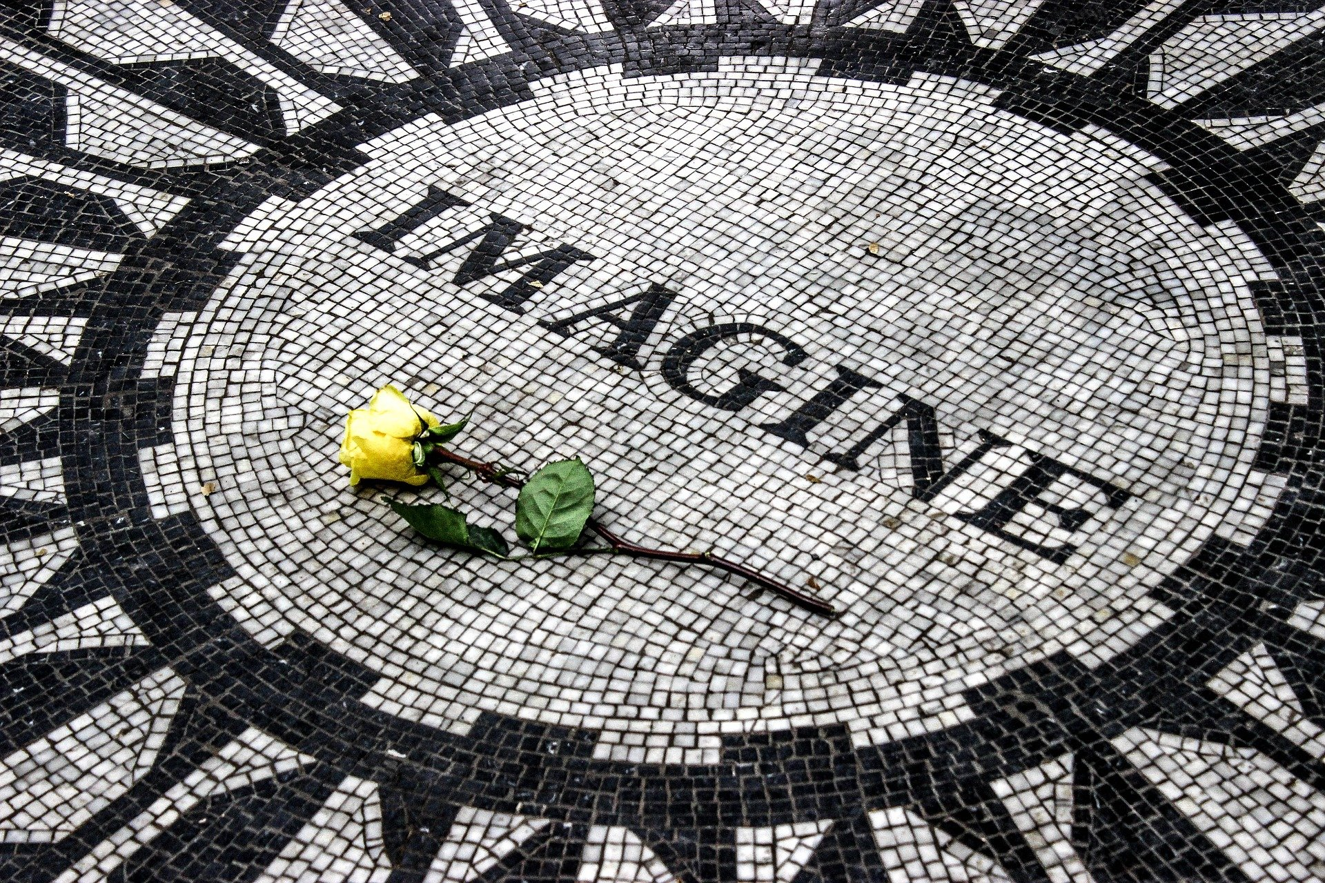 40 Años de la misteriosa muerte de John Lennon