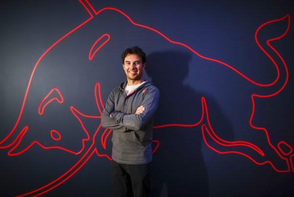 Checo Pérez es bienvenido en las instalaciones de este equipo de Fórmula Uno en Europa