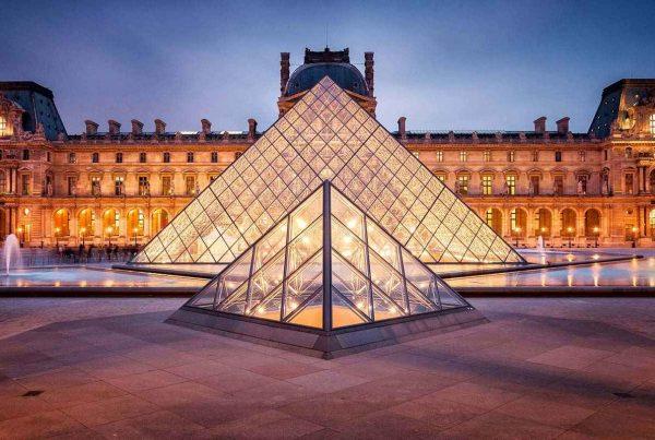 Louvre abre sus puertas con recorridos virtuales y colecciones